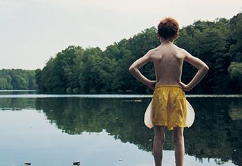 """Marijke van Warmerdam (1959) Lichte Stelle, 2000, 16 mm film loop, 2'53"""", collectie van de kunstenaar © Marijke van Warmerdam"""