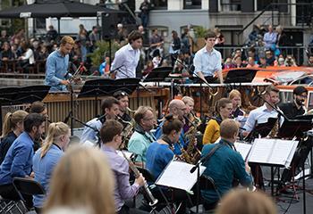 AllStar Saxofoonorkest tijdens Grachtenfestival 2017. Beeld: Jeroen van Zijp.