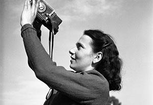 """Henk Jonker, """"Maria Austria met camera"""" (1946). Beeld: MAI"""