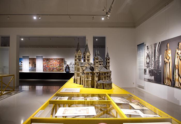 Foto expositie 800 jaar Munsterkerk Cuypershuis 2 - fotograaf Maartje van Berkel