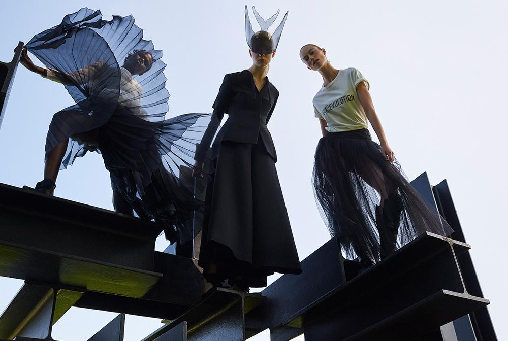 Dior (Maria Grazia Chiuri), Voorjaar/zomer 2017 ready-to-wear, en voorjaar/zomer 2017 haute couture. Petrovsky & Ramone (foto), Maarten Spruyt (art direction) voor Gemeentemuseum Den Haag. Courtesy Dior