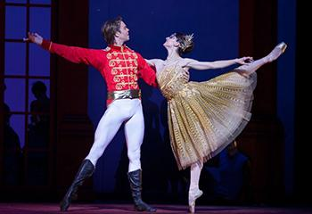 "Nationaal Ballet, ""Cinderella"", o.l.v. choreograaf Christopher Wheeldon. Beeld: Angela Sterling"