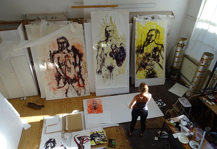 Aline Thomassen in haar atelier in Den Haag (2019) foto: Lazaro Tejedor