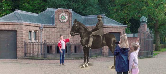 Anton Kröller te paard met de AR-App. Beeld: het Nationale Park de Hoge Veluwe