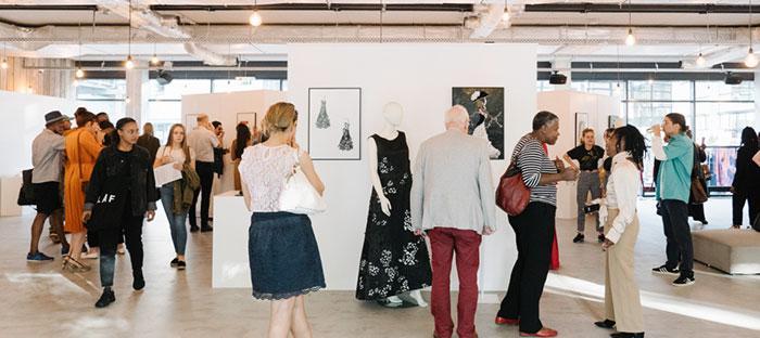 Zwarte jurk afkomstig uit operavoorstelling Rage d'amour (jaargang 2004-2005), kunstwerk van Shashu Richters. Beeld: Almicheal Fraay.